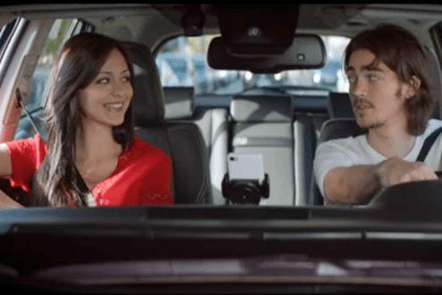 App feito pela Toyota tenta envergonhar motoristas recém-habilitados   Aplicativo toca a playlist dos pais no carro caso o condutor tente usar o smartphone ao volante ou abuse do limite de velocidade. De acordo com a marca, um em cada cinco jovens se envolvem em batidas no primeiro ano de...