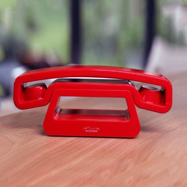 Live in the modern world of telephones with an updated version of the old handsets in the form of the ePure Dect Cordless Phone Handset by Swissvoice.