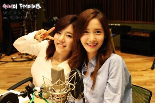 YoonA appears as guest on 'Sunny's FM Date' to congratulate Sunny on her 100th day as DJ | http://www.allkpop.com/article/2014/08/yoona-appears-as-guest-on-sunnys-fm-date-to-congratulate-sunny-on-her-100th-day-as-dj