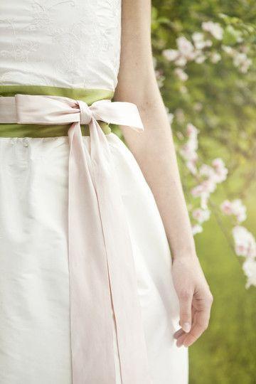 hochzeitskleid mit weitem rock mit raffung, breitem gürtel in rosa ...
