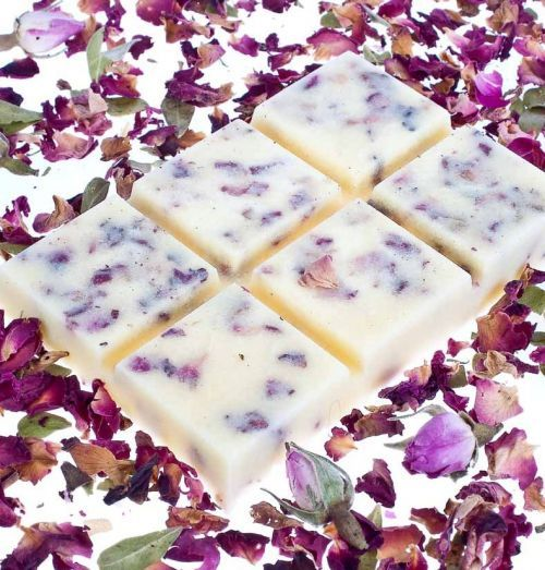 Coconut & Shea butters are used to create this solid oil snap bar. Fragranced with essential oil and filled with rose petals. Solid oil offer bath luxury with out the mess of liquid.
