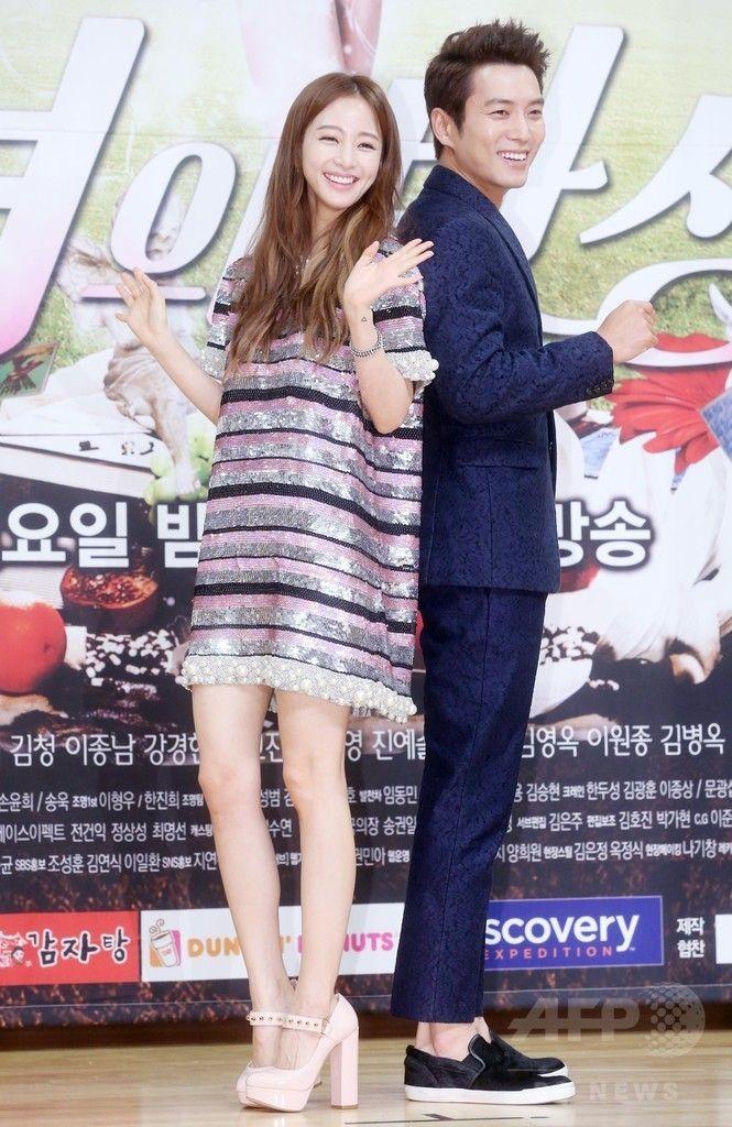 韓国・ソウル(Seoul)で行われた、新ドラマ「美女の誕生」の制作発表会に臨む、女優のハン・イェスル(Han Yae-Seul、左)と俳優のチュ・サンウク(Joo Sang-Uk、2014年10月30日撮影)。(c)STARNEWS ▼6Nov2014AFP SBS新ドラマ「美女の誕生」、制作発表会開催 http://www.afpbb.com/articles/-/3030743 #Han_Ye_seul #한예슬 #韓藝瑟 #韩艺瑟 #هان_يي-سيول #Хан_Есыль #هان_یه_سئول
