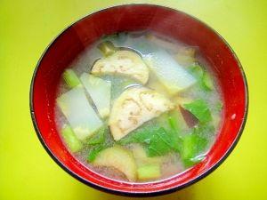 茄子とブロッコリーの茎 小松菜の味噌汁