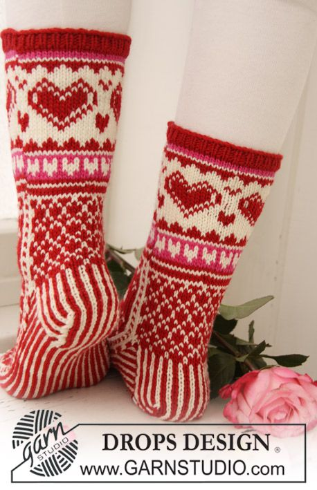 """Head Over Heels For You - Knitted DROPS Socks with pattern in """"Merino Extra Fine"""". - Free pattern by DROPS Design"""