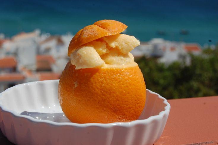 Dit recept beschrijft hoe je sinaasappelijs maakt.
