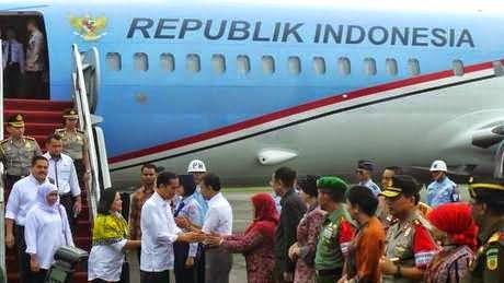 Menjalani hari ke-10 sebagai presiden, Jokowi melakukan kunjungan kerja (kunker) ke Sinabung, Sumatera Utara. Bedanya, Sang Presiden hanya membawa satu orang menteri, Khofifah Indar Parawansa, satu anggota DPRD dan satu orang DPD dan Iriana Jokowi.