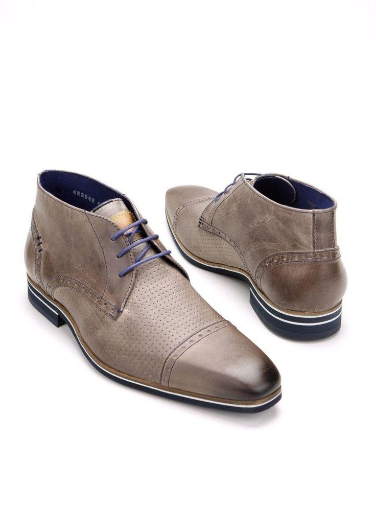 Stijlvolle grijze halfhoge veterschoenen van Braend. Zowel het bovenwerk als de binnenvoering van deze Braend schoenen is gemaakt van leer. De schoenen hebben een kunststof zool en zijn voorzien van kenmerkende blauwe details en blauwe veters.