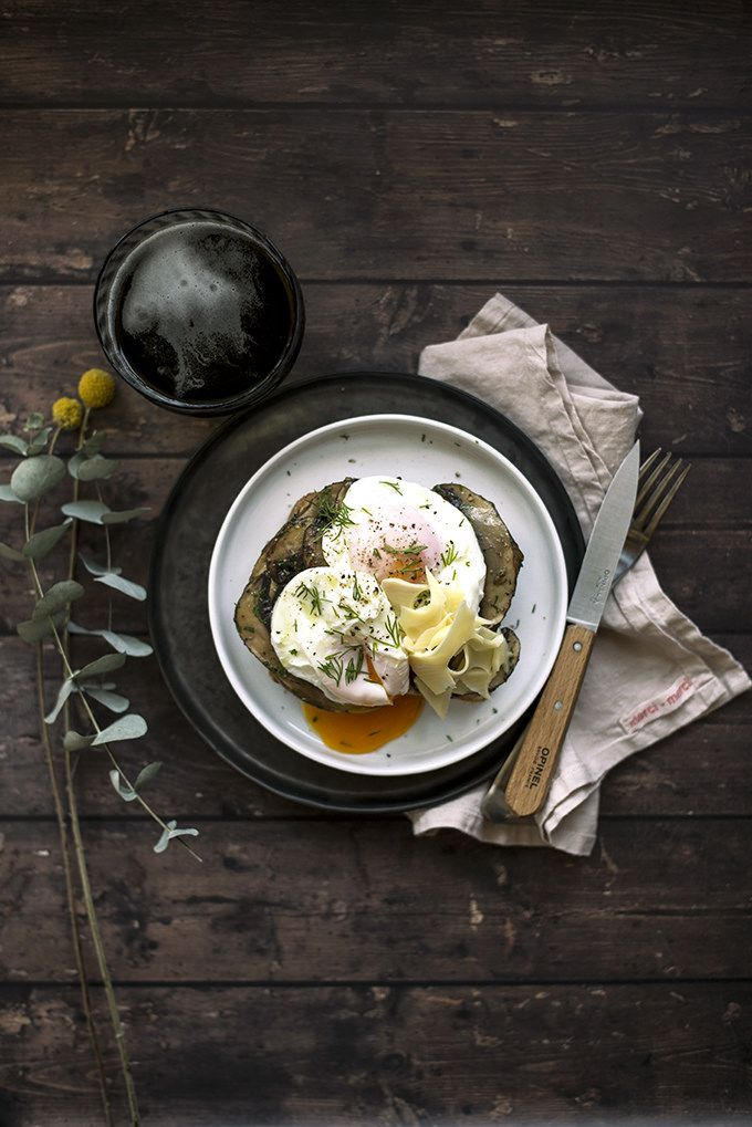 poached eggs on toast with portobello mushrooms, cheese, melted butter and dill by www.pane-burro.blogspot.it