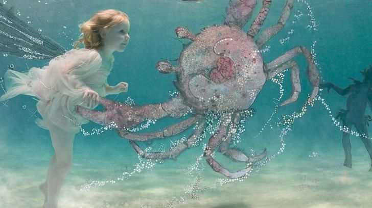 Wallpaper Umbrella Upside Down Floating Hd Creative: Underwater Girl And Her Crab