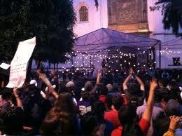 Movimiento #Yosoy132 Protesta Afuera de boda de Eugenio Derbez y Alessandra Rosaldo