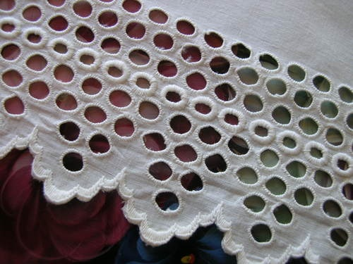 Antique Linen Broderie Anglaise Lace Trim