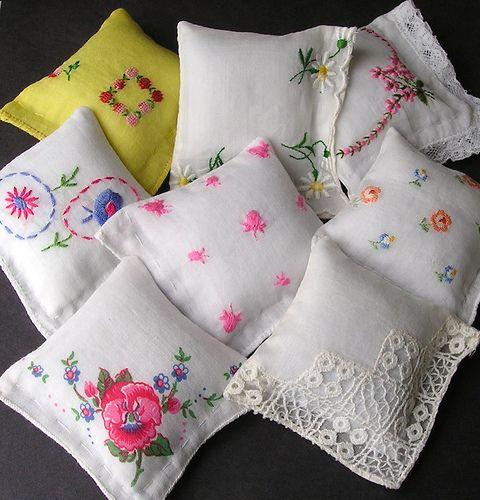 Handmade Vintage Handkerchief Emery Pincushions * alle Lagen, Handsaum innerhalb der Dekospitze aussen. Ist nur ein Bild
