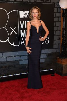 Taylor Swift does the Femme Fatale thing in Herve Leger at the VMAs