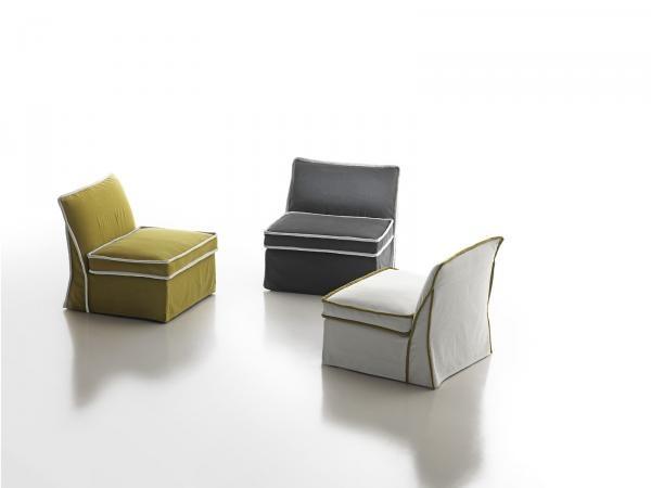 Poltrone moderne e di design, colori e materiali attuali sottolineano lo stile unico e ricercato ...