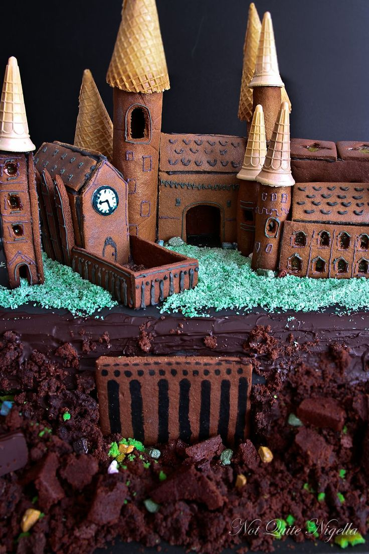 Making Hogwarts Castle Out Of Gingerbread | Recipe ...