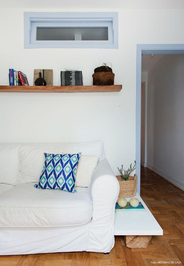 Quando a designer de interiores Patrícia Ribeiro abre as portas de sua cozinha, a sensação é de que um pedacinho da praia veio parar no meio de São Paulo.