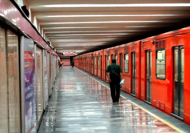 El Metro de la #CiudadDeMexico es un sistema de transporte público tipo tren pesado que sirve a extensas áreas del Distrito Federal y parte del Estado de México. #BestDay  #OjalaEstuvierasAqui
