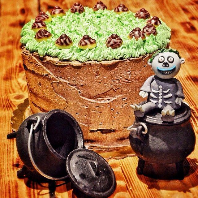 Η εβδομαδα του Halloween ξεκίνησε! Ο Barrel ηταν ο μικρότερος απο τους 3 ακόλουθους του Oogie Boogie! Κεικ με Γεύση μπισκοτο και κομμάτια λευκής σοκολάτας γεμιστό με βουτυροκρεμα, κρέμα τυρι και πραλίνα υγείας. Trick or Treat?