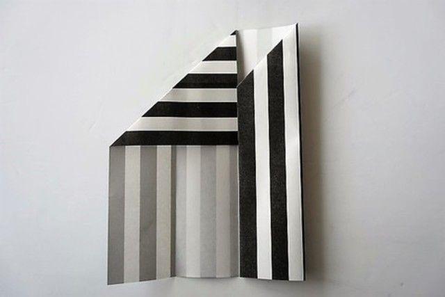 クリスマスや忘年会シーズン。セリアのモノトーン折り紙を使い、簡単な箸袋DIYを作ってみませんか?普通の割り箸も高見えしちゃいますよ♡箸袋の作り方をご紹介します。