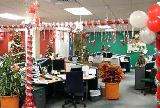 Top 33 Christmas Office Decorations Ideas To Style Your Workplace Office Christmas Decorations Office Christmas Decorations Contest Christmas Themes Decorations
