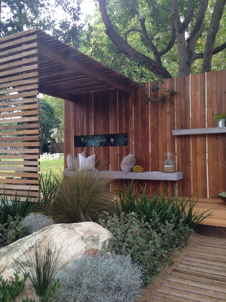 Melbourne international Flower and Garden Show - combinatie vlonder, schutting en overkapping ineen.