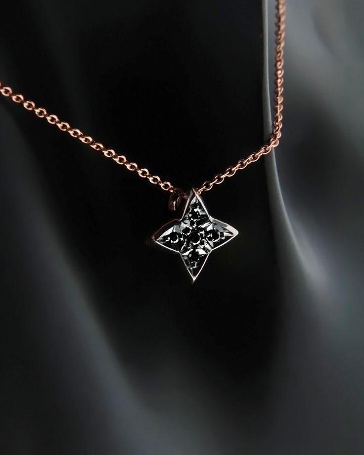 Κολιέ Σταυρός Κ18 με μαύρα Διαμάντια