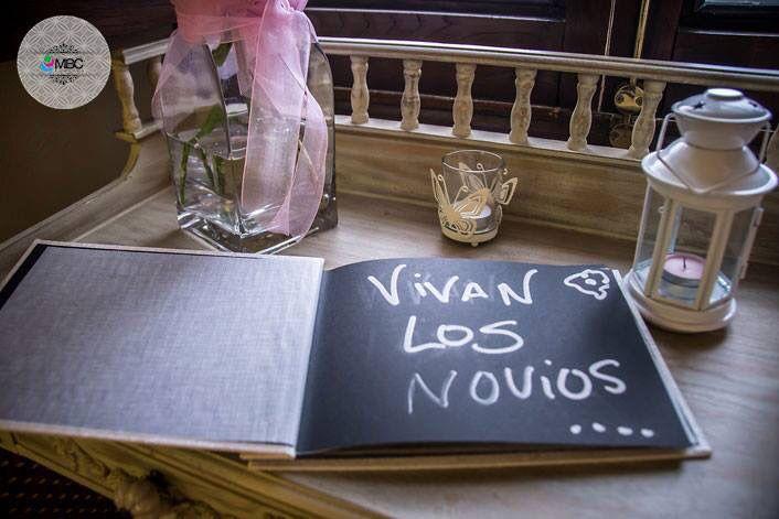 Pues eso... ¡vivan los novios! #fotografía #bodaLugo #bodaGalicia #captandoeldetalle #librodefirmas #weddingphoto #hoorayforthehappycupple