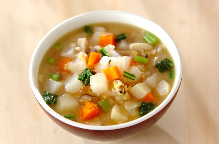 冬が旬のかぶは、スープにすることで甘味が増してさらに美味しくなります。葉っぱも使って無駄なくいただきましょう。