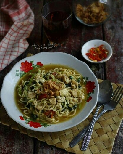 Mie tektek (noodles with vegetables)