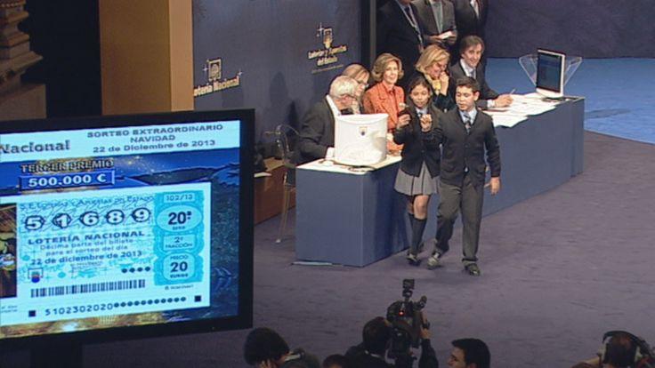 Vídeo del tercer premio, el 51.689, repartido por doce provincias, Lotería de Navidad online, completo y gratis en A la Carta. Todos los informativos online de Lotería de Navidad en RTVE.es A la Carta