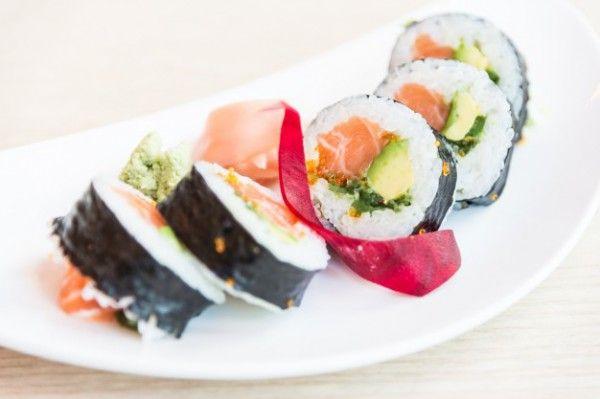 Роллы с креветками и авокадо, ссылка на рецепт - https://recase.org/rolly-s-krevetkami-i-avokado/  #Морепродукты #блюдо #кухня #пища #рецепты #кулинария #еда #блюда #food #cook