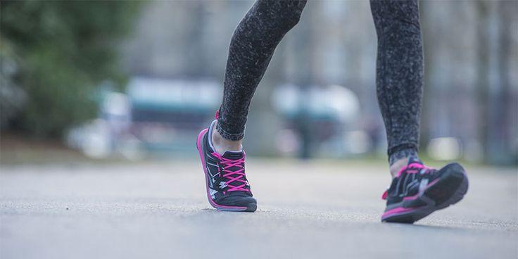 Quelle est la différence entre un simple marcheur et un marcheur sportif ? Le mouvement du pied, inconscient pour le premier, est maîtrisé chez le second. En marche sportive, effectuer le bon mouvement permet d'éviter les blessures et optimise le travail musculaire.