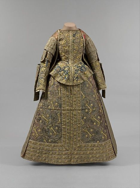 Late 16th Century: Ensemble of silk and linen, Spanish. Metropolitan Museum of Art, New York.