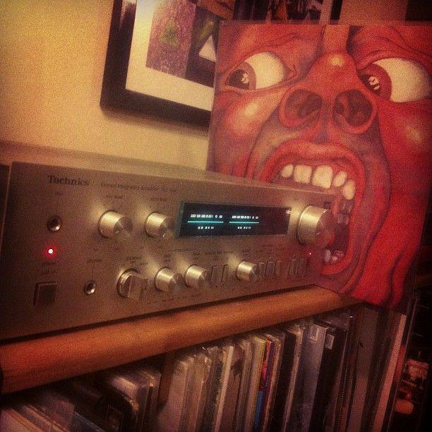 "King Crimson - In The Court Of The Crimson King (1969) / Escuchar ""21st Century Schizoid Man"" http://youtu.be/rKH7QengJJU"