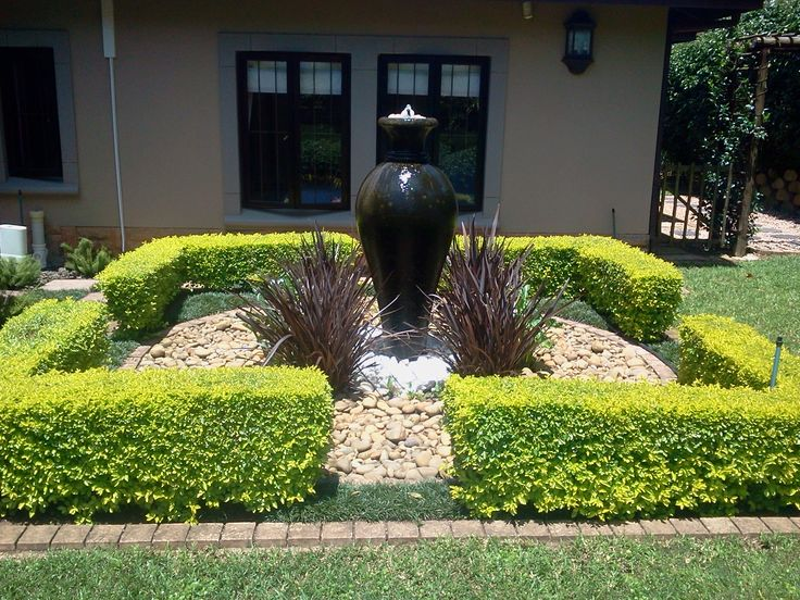 waterfeature with formal hedging