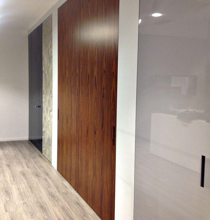 Linvisibile Brezza Filo 10 Vertical Pivot door - Canaletto Walnut #invisibledoors #designdoors #internaldoors