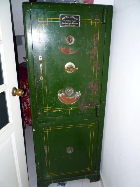 antique safe antique pinterest antique safe search and antiques. Black Bedroom Furniture Sets. Home Design Ideas