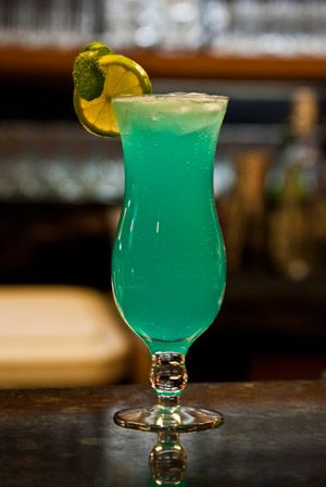 Um drink frutado que harmoniza vodka e maça com notas de baunilha. Uma delícia. Essa receita é uma variação de Martini Vodka.