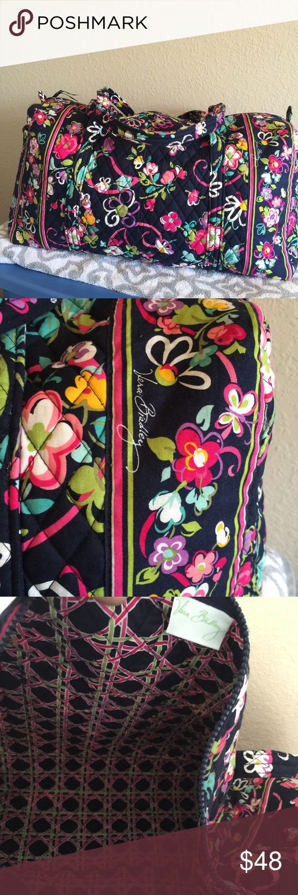 Extra Large Vera Bradley Travel duffel Gorgeous travel bag , for lots inside take it all with you. 21 x 10.5 x 11.5 Vera Bradley Bags Travel Bags
