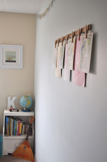 Clothespins & yard stick art hanger. This is on my to-do list.