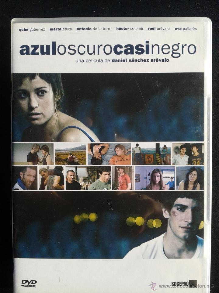 Azul oscuro casi negro / una película de Daniel Sánchez Arévalo