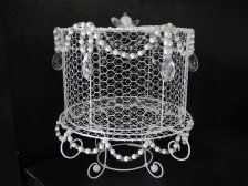 Wire cake stand with beads & pearl detail, lovely, unusual and a bit nostalgic! Love it, buy it ... www.ietsienice.co.za!