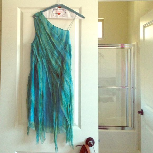 100% silk, ocean blue dress,.  Size Small. Perfect for events, weddings, dates, etc.  This dress is a timeless stunner from Leon Max.  I wore it to an event and it was a show stopper. Leon Max Dresses