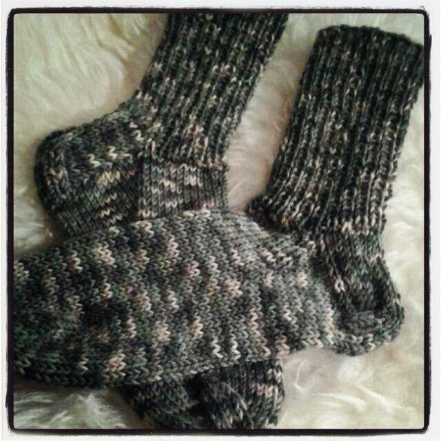 #byitu #neuloosi #itu #villasukat #sukat #socks #seitsämänveljestä #handmadeinfinland #Avainlippu #sinivalkoinenjalanjälki #sinivalkoinenkädenjälki #maasto Vuoden ensimmäiset