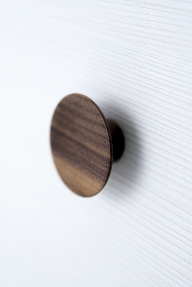 Beslag Design - Knobb Olympia, available in walnut and oak.