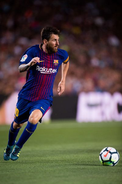 Lionel Messi of FC Barcelona conducts the ball during the Joan Gamper Trophy match between FC Barcelona and Chapecoense at Camp Nou stadium on August 7, 2017 in Barcelona.