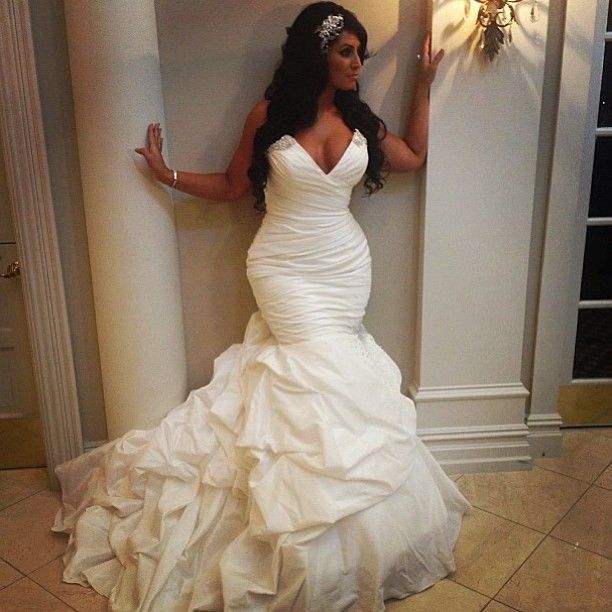 Don't like this dress, but her body us banging! Thus is how I want to look on my wedding day va va voom!
