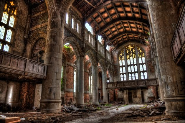 Methodist Church Sanctuary This church is both beautiful and in pitiful state. Because of one of the highest crime rate of Indiana, it was closed in the 1970s and has been vacant ever since.