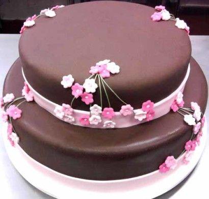 bolo de 2 andares redondo cobertura chocolate