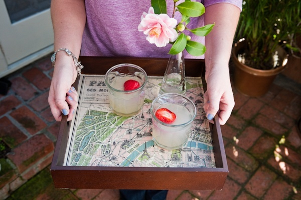 Cool serving tray, using a map or pages out of your favorite book. diy-home-decor